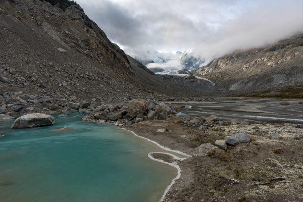 Gletschersee im Val da Morteratsch am frühen Morgen