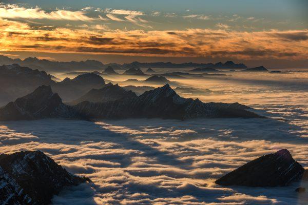 Voralpen im Nebelmeer