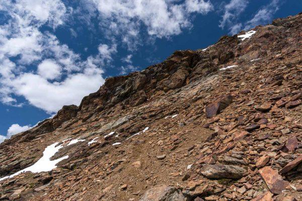 Felsband unter dem Gipfel