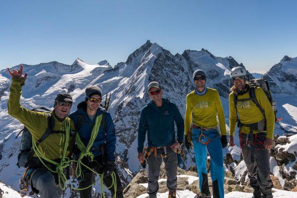Gipfelfoto mit Biancograt und Piz Bernina