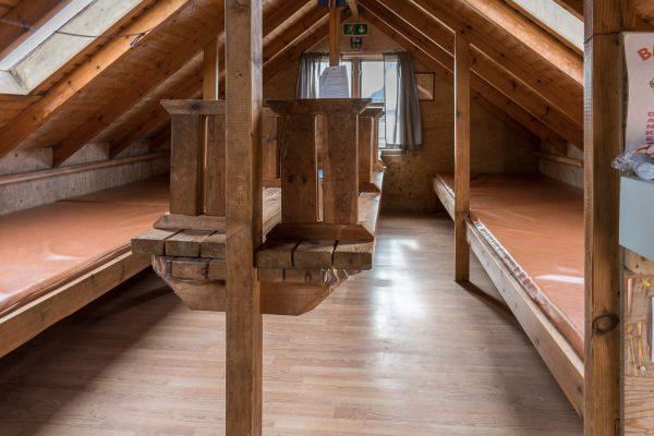 Schlafbereich in der Sveinstindur Hütte