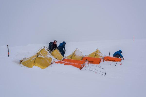Polarmond Zeltlager am nächsten Morgen