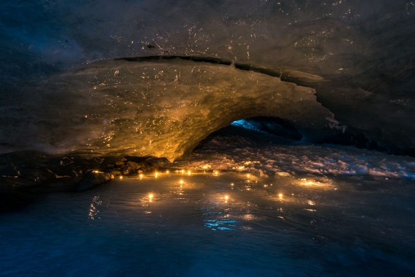 Geschmückte Gletscherhöhle