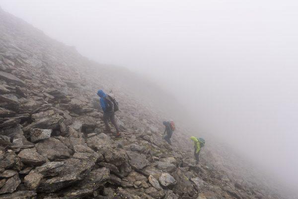 Durch den Nebel zum Gipfel
