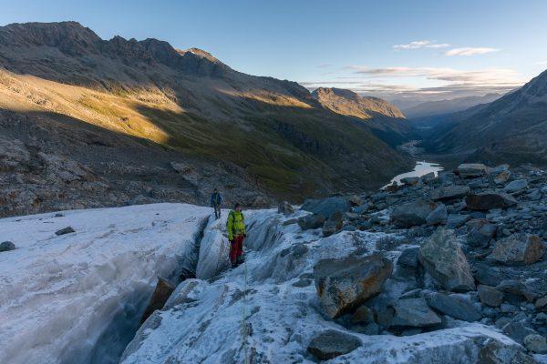 Überquerung der ersten Gletschermoräne
