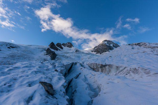 Gletscherspalten zwischen La Sella und Piz Glüschaint