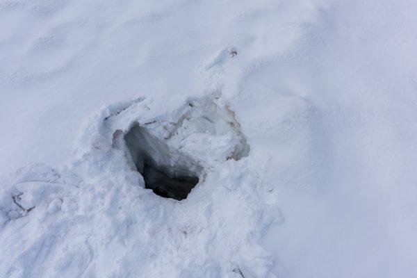 Zugeschneite Gletscherspalte