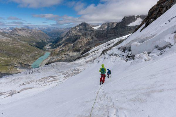 Abstieg über eine steile Gletscherpartie