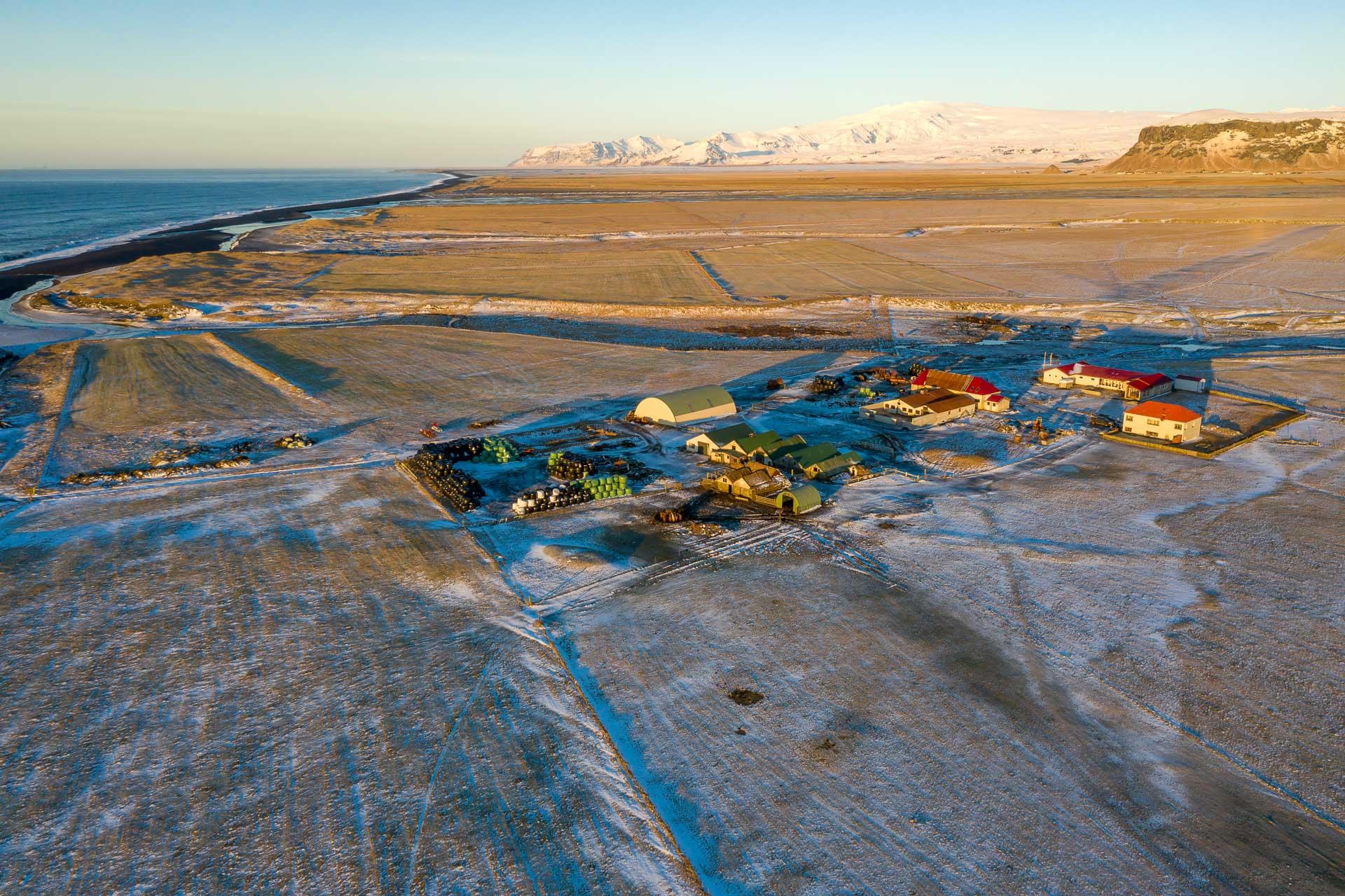 Mið-Hvoll mit dem Eyjafjallajökull