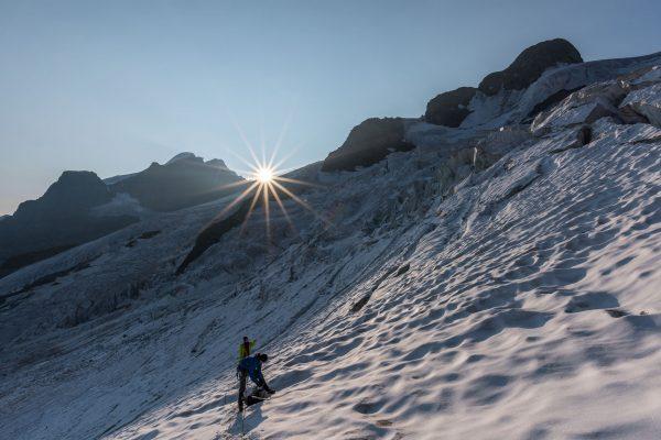 Erste Sonnenstrahlen auf dem Gletscher