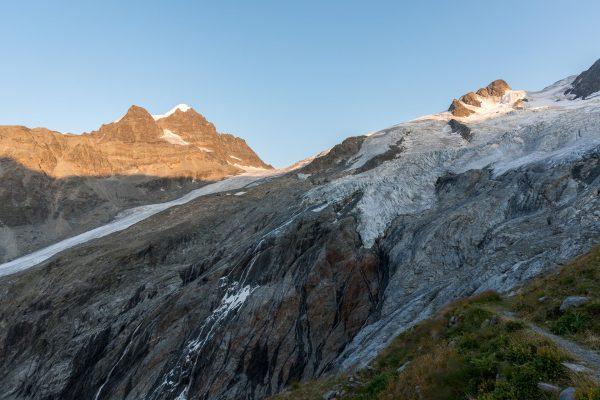 Gletscherabrrüche direkt neben der Hütte