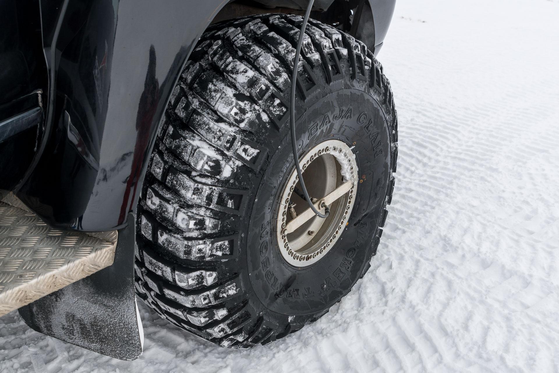 Wenig Druck in Reifen = mehr Haftung im Schnee