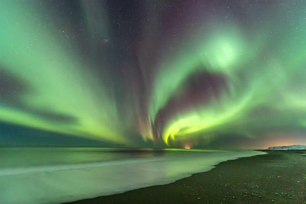 Nordlichter über den Vestmannaeyjar Inseln
