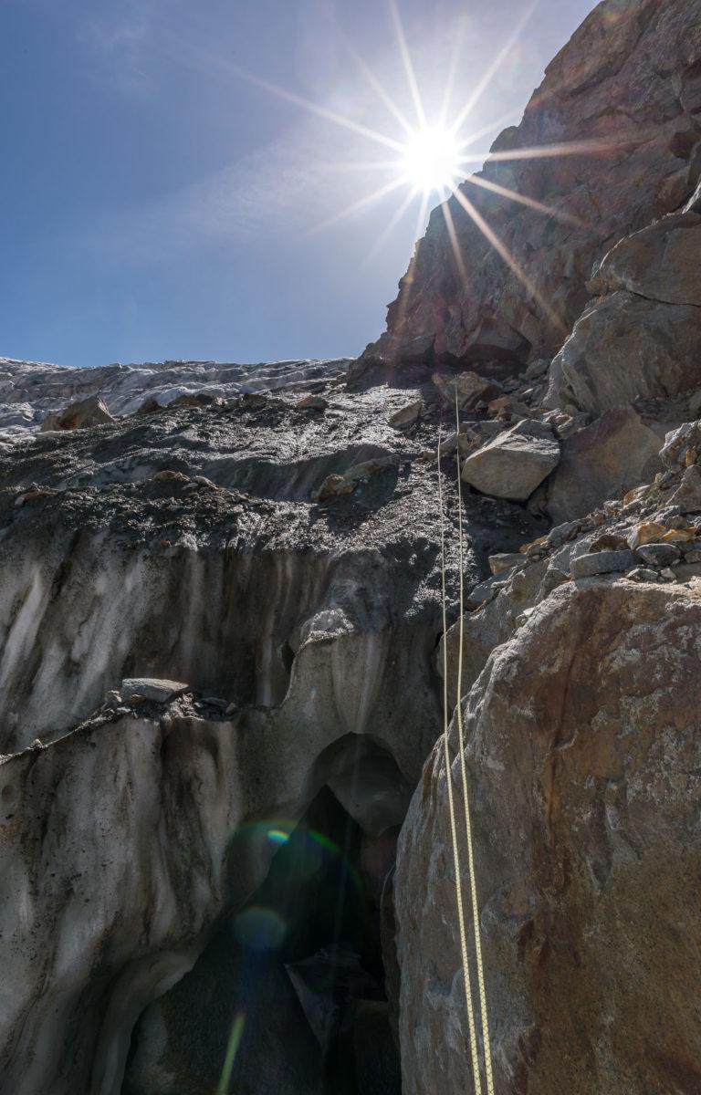 Abseilen in die Gletscherspalte