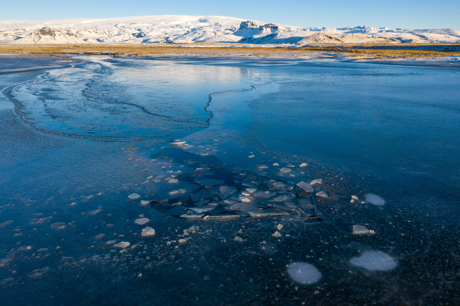 Einbruchstelle, im Hintergrund der Mýrdalsjökull