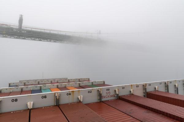 Neblige Einfahrt in Halifax