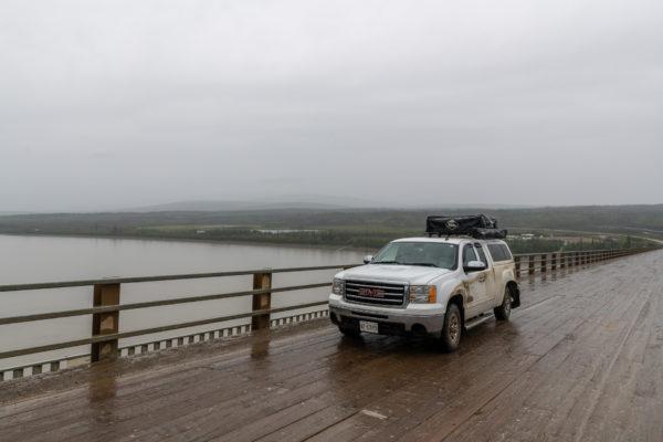 Graue Aussicht auf den Yukon