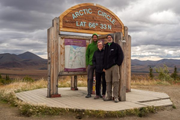 Elias, Pia und Robert am Arctic Circle