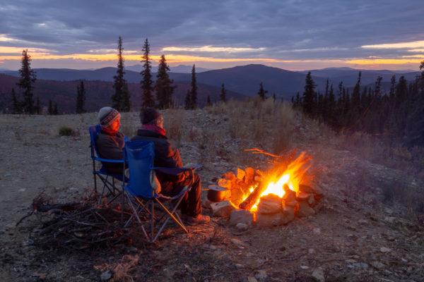 Den Abend geniessen wir am Lagerfeuer