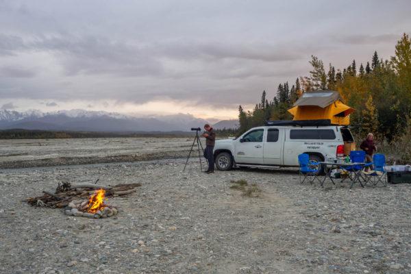 Feuer, Zelt und Fotoapparat