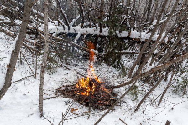 Lagerfeuer zum Aufwärmen
