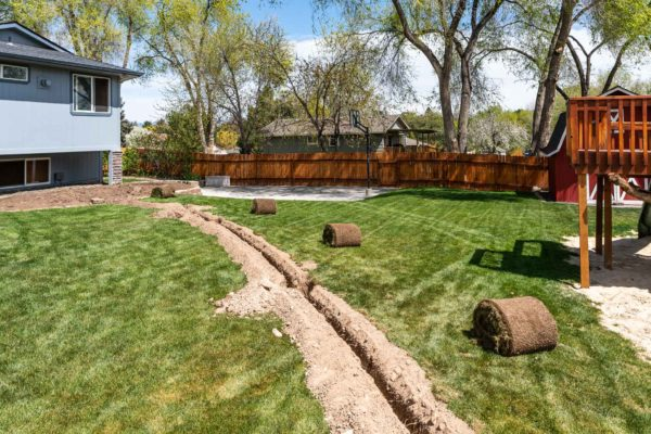 Graben für die neue Bewässerungsleitung